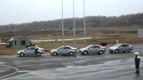 Полицейские управляя искусств видеоматериал
