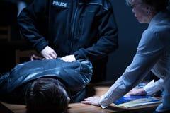 Полицейский арестовывая подозреваемого Стоковые Изображения