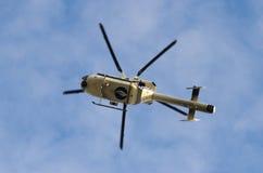 Полицейский вертолет в небе Брюсселя во время демонстрации Стоковые Фото