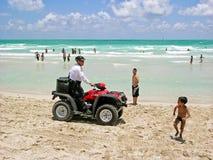 Полицейский в квад-велосипеде, пляжи Майами патрулирует Стоковая Фотография RF
