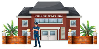 Полицейский стоя перед отделение полици Стоковые Изображения RF