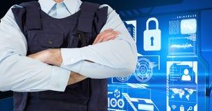 Полицейский с его руками пересек положение дальше перед цифровой стеной Стоковые Фото
