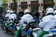 Полицейский эскорт на мотоциклах Стоковые Изображения