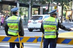2 полицейския работая на улице Стоковая Фотография RF