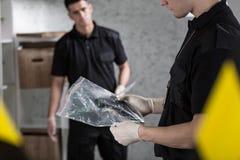 2 полицейския собирая доказательство Стоковое Изображение RF