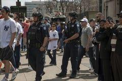Полиция NYPD противопоставляет stad янки патруля офицеров конторы терроризма Стоковые Изображения