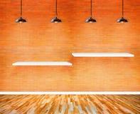 Полка на стене в комнате выставки Стоковая Фотография
