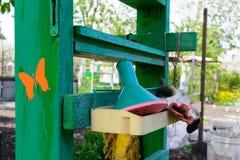 Полка для аксессуаров сада стоковые фото