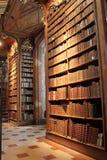 Полки книг в Ã-sterreichische - национальной библиотеке Стоковая Фотография RF
