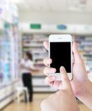 Полки нерезкости продукта здравоохранения в супермаркете Стоковая Фотография RF