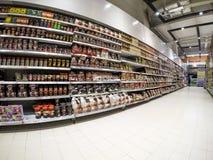 Полки супермаркета Стоковые Изображения