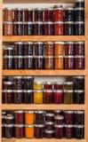 Полки хранения с консервами Стоковое фото RF