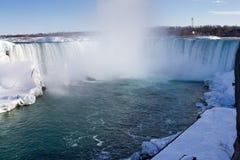Подкова падает на Ниагарский Водопад в зиме Стоковые Изображения RF