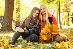 2 подкрашиванной молодой женщины, Стоковая Фотография RF