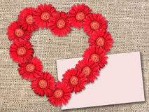 по мере того как букет цветет красный цвет сердца формы Стоковое Фото