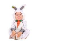 по мере того как зайчик мальчика одетьл немногую стоковая фотография