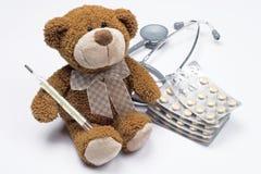 по мере того как игрушечный доктора медведя Стоковая Фотография RF