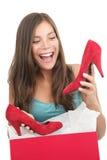 по мере того как получающ подарок обувает женщину стоковое изображение rf