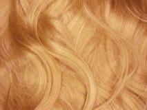 по мере того как предпосылка завивает текстуру красного цвета волос Стоковая Фотография RF