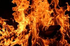 по мере того как предпосылка красивейшая используемая ноча пламени пожара чонсервной банкы Стоковое фото RF