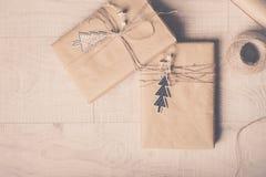 по мере того как предпосылка может используемая тема иллюстрации рождества Handmade оборачивать подарка на рождество и Новый Год стоковое фото rf