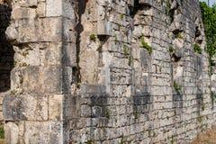 по мере того как предпосылка может стена крепости используемая изображением стоковое изображение