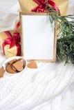 по мере того как предпосылка может используемая тема иллюстрации рождества рамка золота с деталями рождества Стоковая Фотография RF