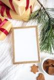 по мере того как предпосылка может используемая тема иллюстрации рождества рамка золота с деталями рождества Стоковое Фото