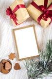 по мере того как предпосылка может используемая тема иллюстрации рождества рамка золота с деталями рождества Стоковые Фото