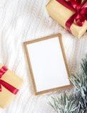 по мере того как предпосылка может используемая тема иллюстрации рождества рамка золота с деталями рождества Стоковые Изображения