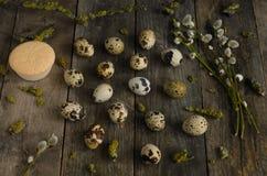 по мере того как предпосылка eggs много триперсток Стоковая Фотография