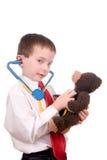 по мере того как привлекательно доктор мальчика одетьл красивых детенышей Стоковые Изображения RF
