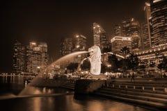 по мере того как символ горизонта singapore merlion льва головки фонтана рыб твари тела мнимый часто видимый Стоковая Фотография RF