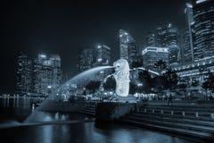 по мере того как символ горизонта singapore merlion льва головки фонтана рыб твари тела мнимый часто видимый Стоковое Изображение RF
