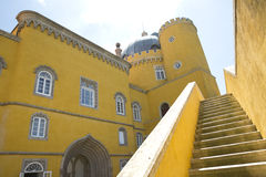 1995 по мере того как столетие культурный da замока датирует ландшафт lisbon ixth наследия причаливают около мира взгляда unesco  стоковые изображения