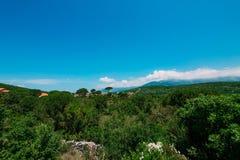 по мере того как туман настольного компьютера предпосылки вниз падая идет гора montenegro komovi славная грейте на солнце Туман п Стоковая Фотография