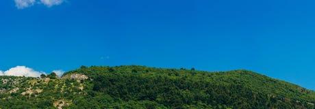 по мере того как туман настольного компьютера предпосылки вниз падая идет гора montenegro komovi славная грейте на солнце Туман п Стоковые Фотографии RF