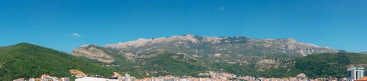 по мере того как туман настольного компьютера предпосылки вниз падая идет гора montenegro komovi славная грейте на солнце Туман п Стоковые Изображения RF