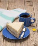 Подметенный отсутствующий пирог с чашкой чаю Стоковое Фото