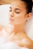 Полная релаксация в роскошной ванне Стоковые Изображения RF