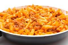 Полная сковорода с bolognesa макарон Стоковые Фотографии RF