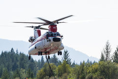 Поднимать вертолета чинука Стоковое Изображение RF