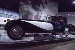 Поднимать орнамент клобука слона на типе 1932 Bugatti 41 Royale Стоковая Фотография RF