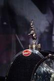 Поднимать орнамент клобука слона на типе 1932 Bugatti 41 Royale Стоковое фото RF