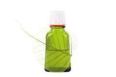 поднимающее вверх близкого масла листьев органическое Стоковые Изображения