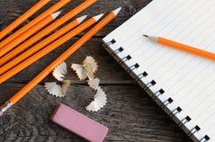 Поднимающее вверх карандаша и тетради близкое Стоковые Фотографии RF