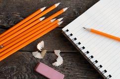 Поднимающее вверх карандаша и тетради близкое Стоковое Изображение RF