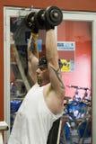поднимаясь весы человека Стоковая Фотография RF