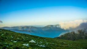 Поднимаясь туман над горой, Болгария утра, гора Rila Стоковое Изображение RF