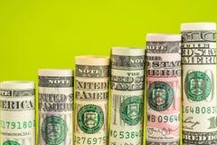 Поднимая шаги сделанные из кренов всех американских банкнот доллара Стоковая Фотография